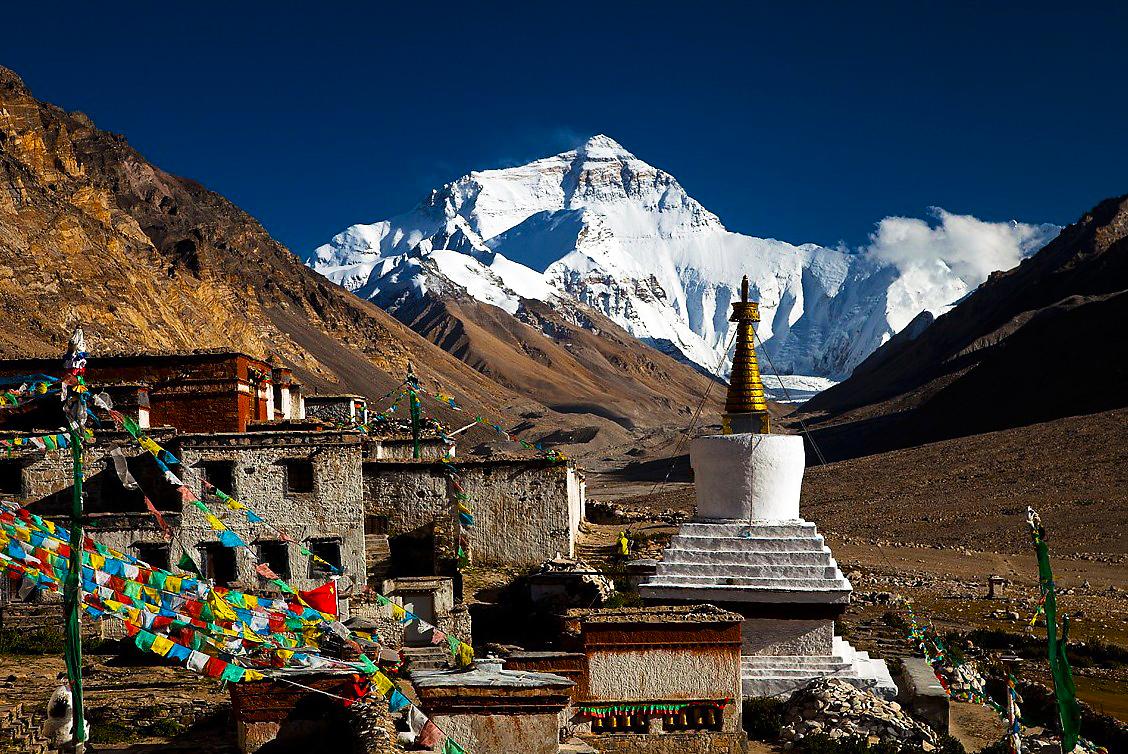 Everest view from Rongbuk monastery.jpg
